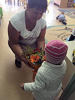 Фото доставки: До школы еще расти и расти, а воспитателям в детском саду тоже нравятся цветы! Почему бы не порадовать «вторую маму» праздничным букетом...