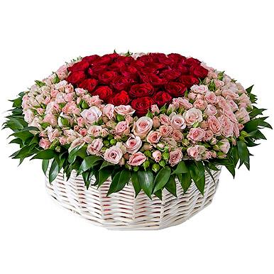 201 одноголовая и кустовая роза в корзине