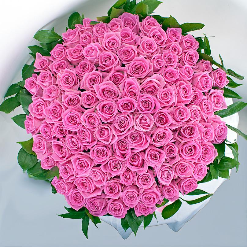 Фото 101 розовая роза в корзине