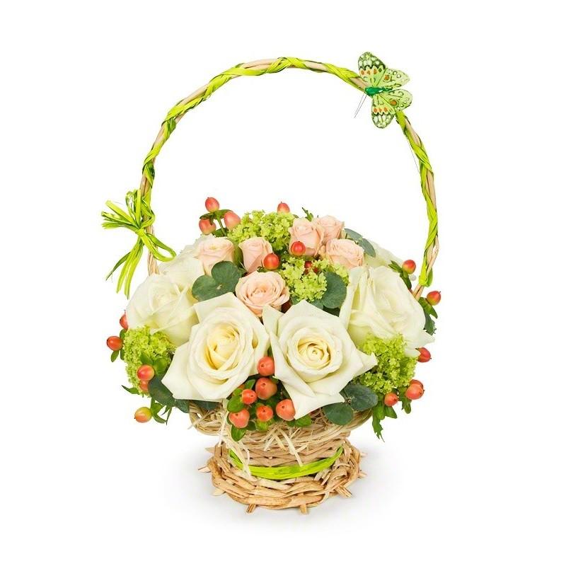 Фото Мини корзинка с розами и зеленью