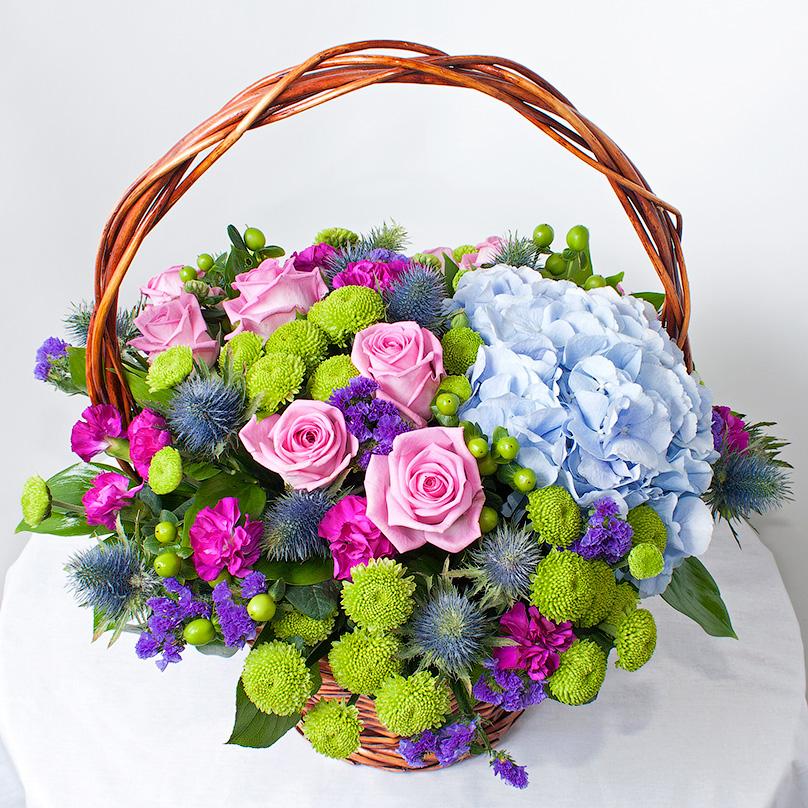 Фото Корзина с гортензией, розой и гвоздикой