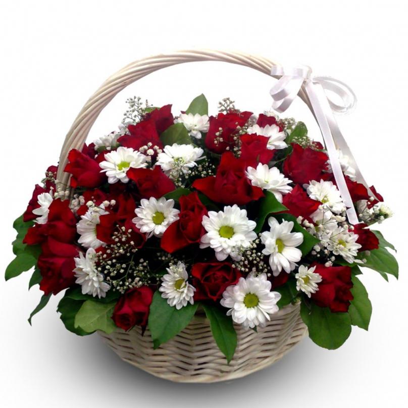 Фото Корзина с хризантемами и розами