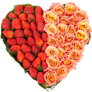 25 роз в форме сердца с клубникой