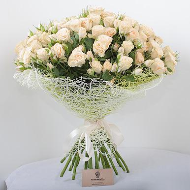 25 кустовых кремовых роз