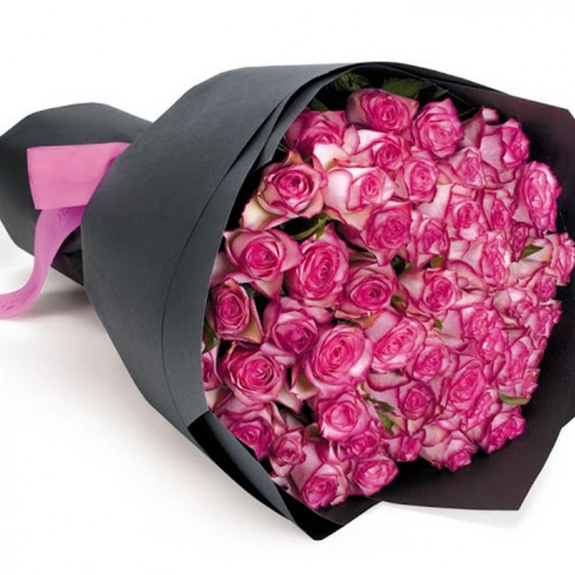 Фото 51 двухцветных роз в крафте