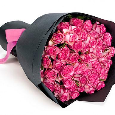 51 двухцветных роз в крафте