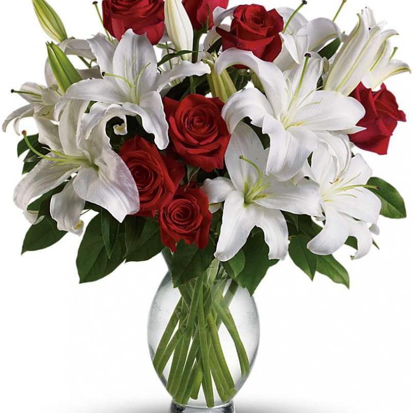 Фото Букет с белой лилией и красной розой