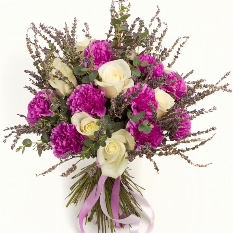 Фото Букет с гвоздикой, розой и лавандой