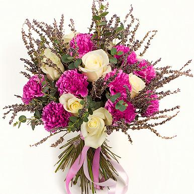 Букет с гвоздикой, розой и лавандой