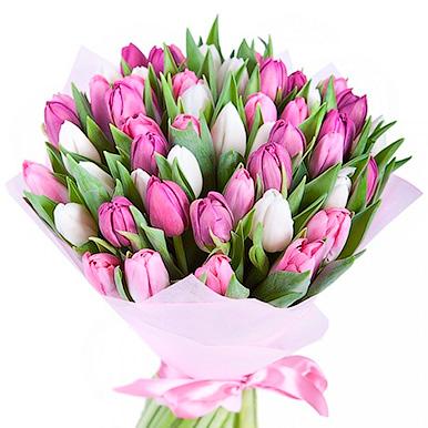 Букет из тюльпанов в розово-сиреневых тонах