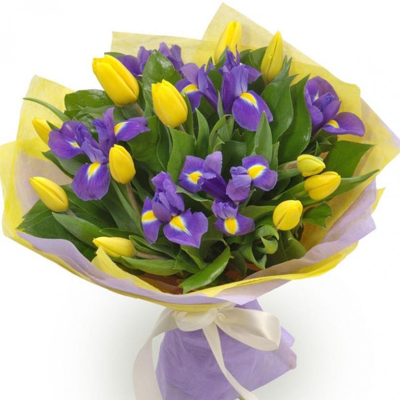 Фото Букет с желтыми тюльпанами и ирисами