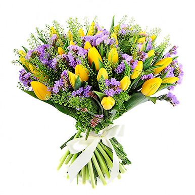51 желтый тюльпан с зеленью