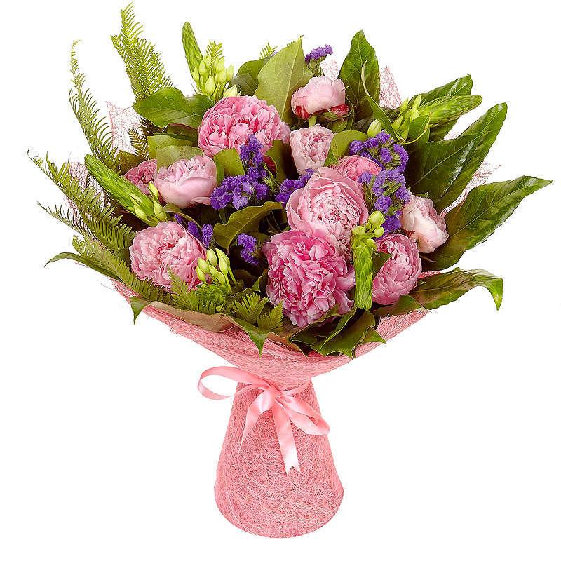 Фото Букет с розовыми пионами и зеленью