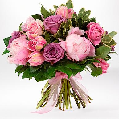 Букет с пионами, розами, тюльпанами и зеленью