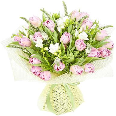 Букет из белой фрезии,тюльпанов и вероники