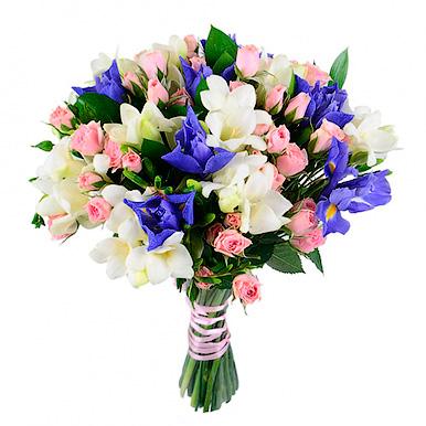 Букет с фрезиями, кустовыми розами и ирисами