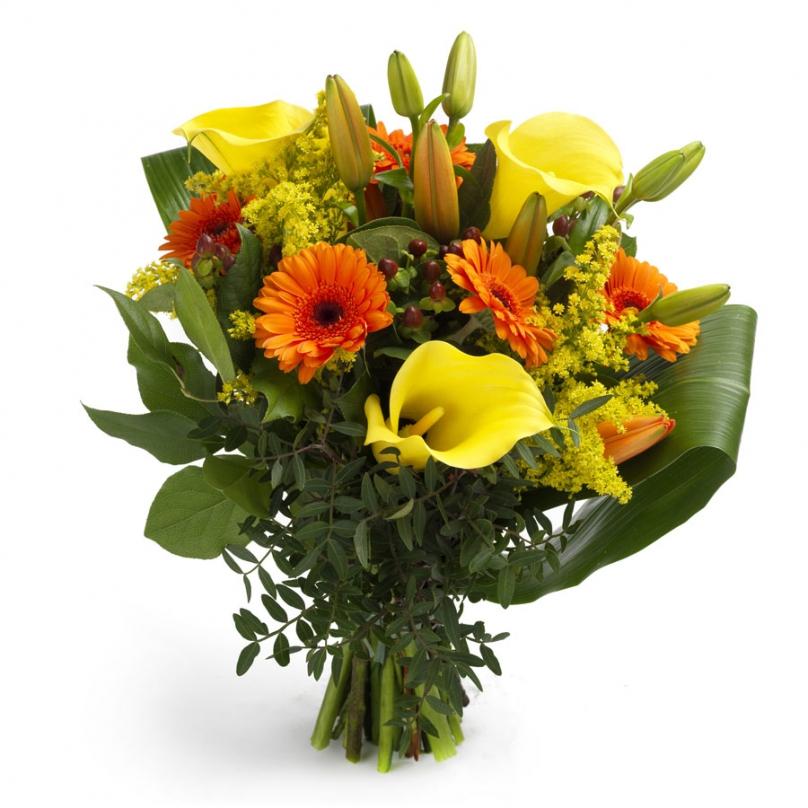 Фото Букет с желтыми каллами, герберой,лилией и зеленью
