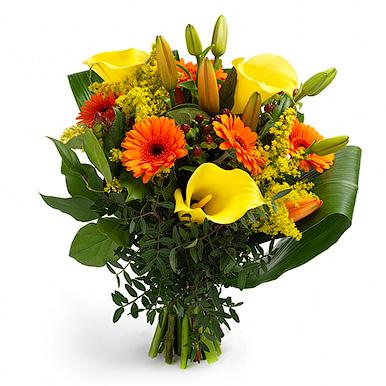 Букет с желтыми каллами, герберой,лилией и зеленью