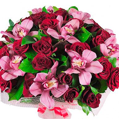 Букет с розовой орхидеей и красной розой