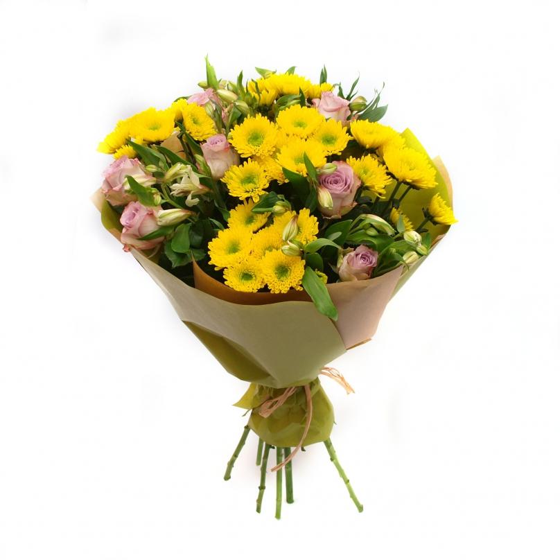 Фото Букет из хризантем,роз и альстромерий в крафте