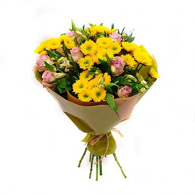 Букет из хризантем,роз и альстромерий в крафте