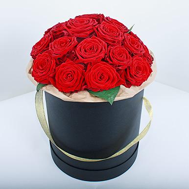 Красные розы «Ред Наоми» в черной коробке