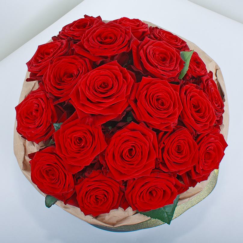 Фото Красные розы «Ред Наоми» в черной коробке
