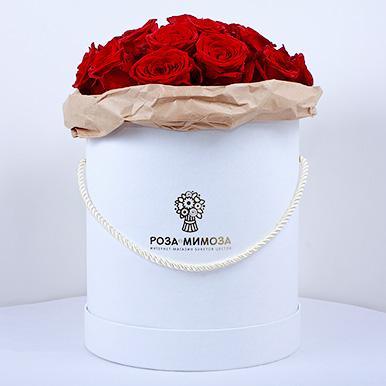 Красные розы «Ред Наоми» в белой коробке