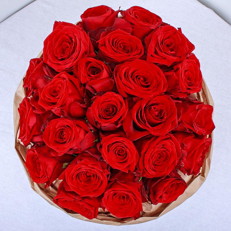 Фото Красные розы «Ред Наоми» в белой коробке