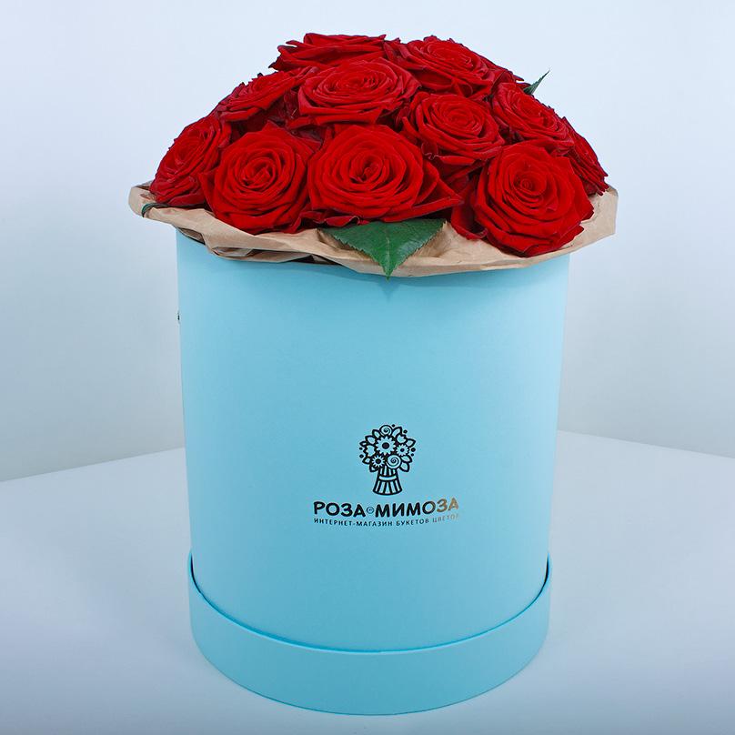 Фото Красные розы «Ред Наоми» в голубой коробке