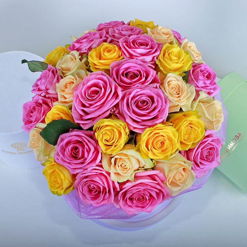 Фото Ассорти из роз в сиреневой коробке