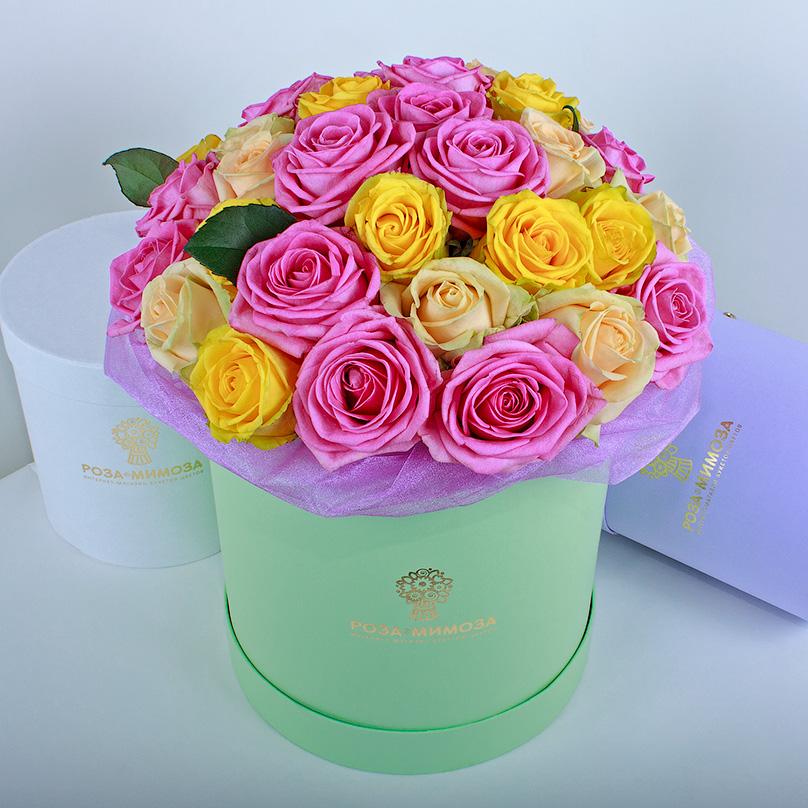 Фото Ассорти из роз в зеленой коробке