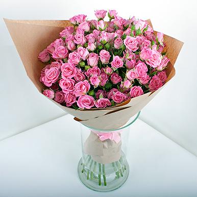 19 розовых кустовых роз в крафтовой бумаге