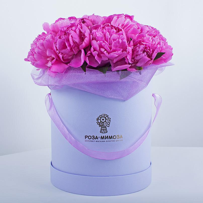 Фото Розовые пионы в сиреневой коробке