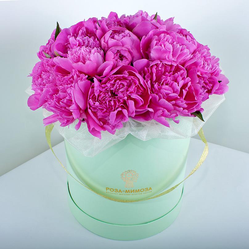 Фото Розовые пионы в зеленой коробке