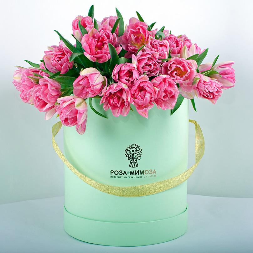 Фото 49 розовых пионовидных тюльпанов в коробке