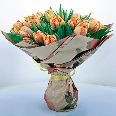25 оранжевых тюльпанов в крафте