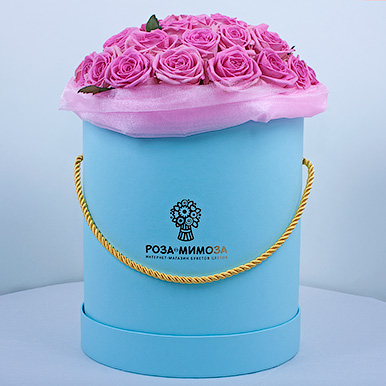 Розовые розы «Аква» в голубой коробке