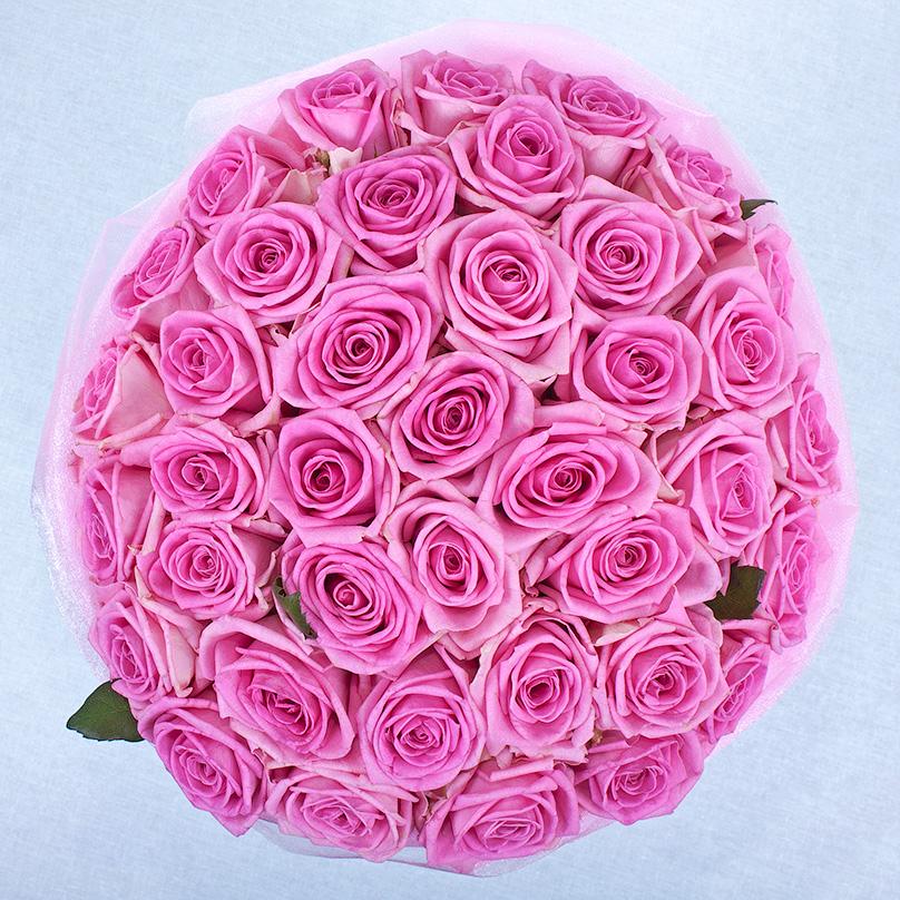 Фото Розовые розы «Аква» в голубой коробке