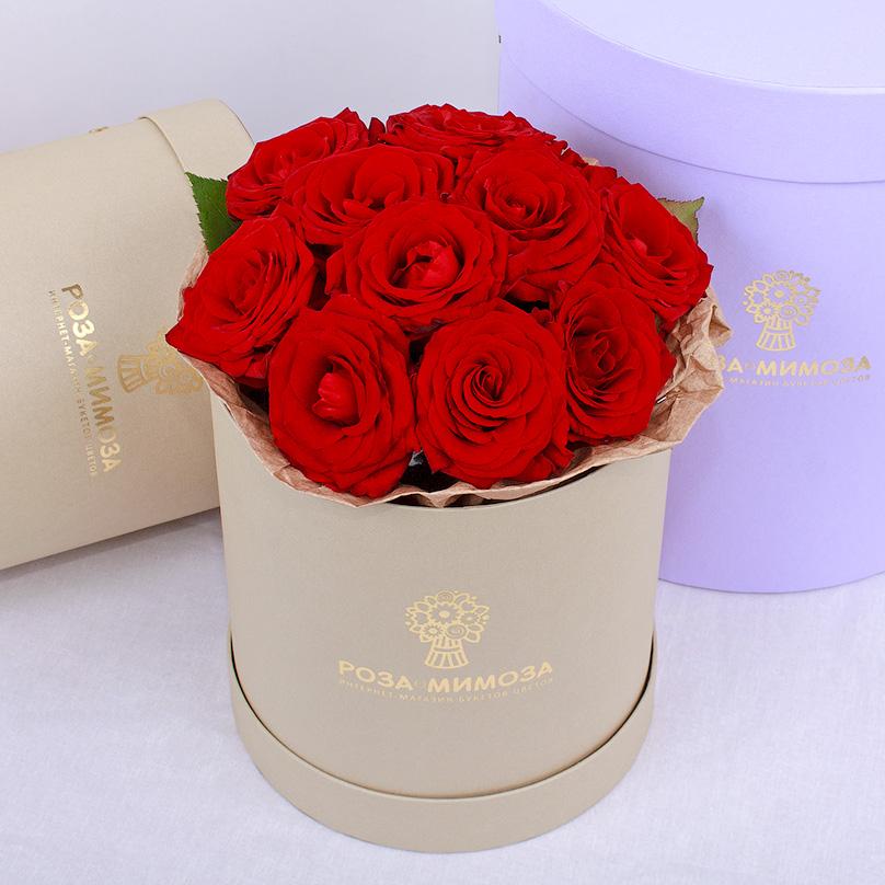Фото Мини-коробка с красными розами