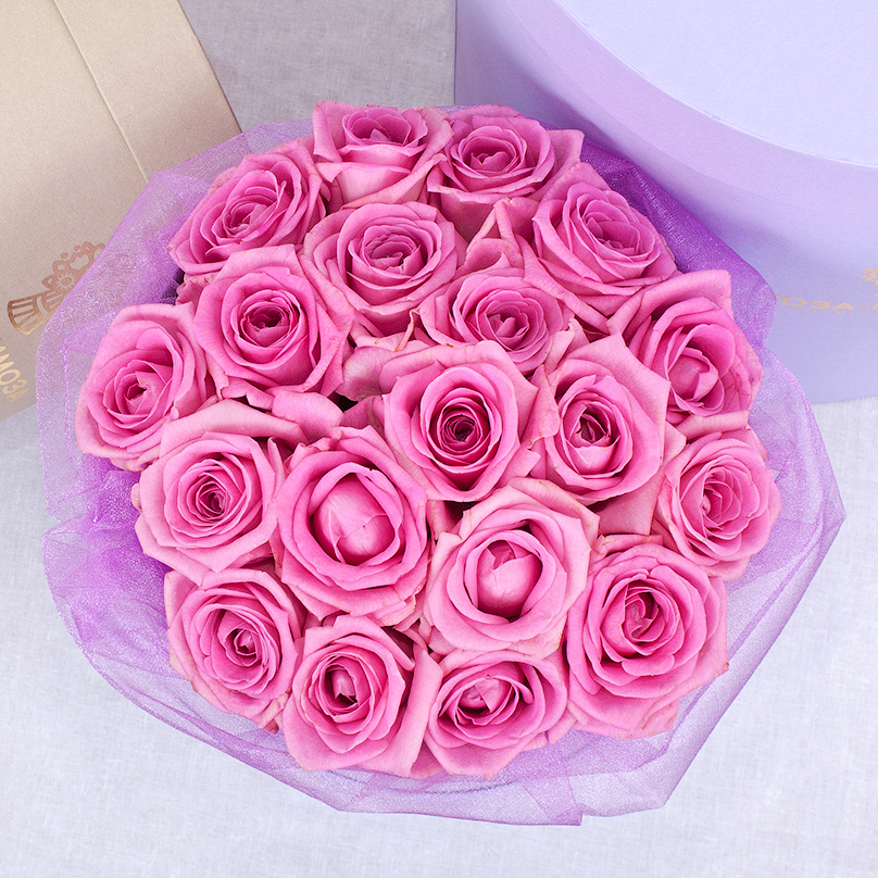Фото Мини-коробка с розовыми розами