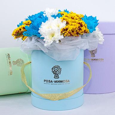 Мини-коробка с хризантемами трех цветов