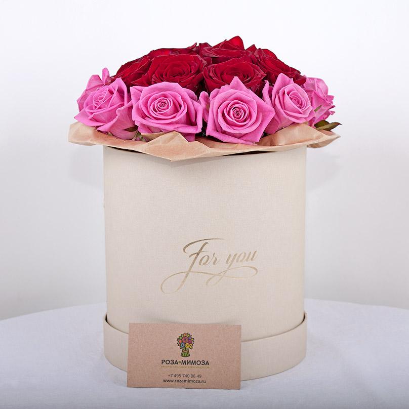 Фото Мини-коробка с красно-розовыми розами