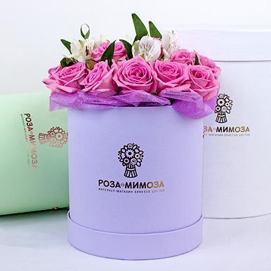 Мини-коробка с розовыми розами и альстромериями