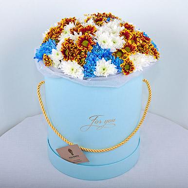 Коробка с хризантемами трех цветов