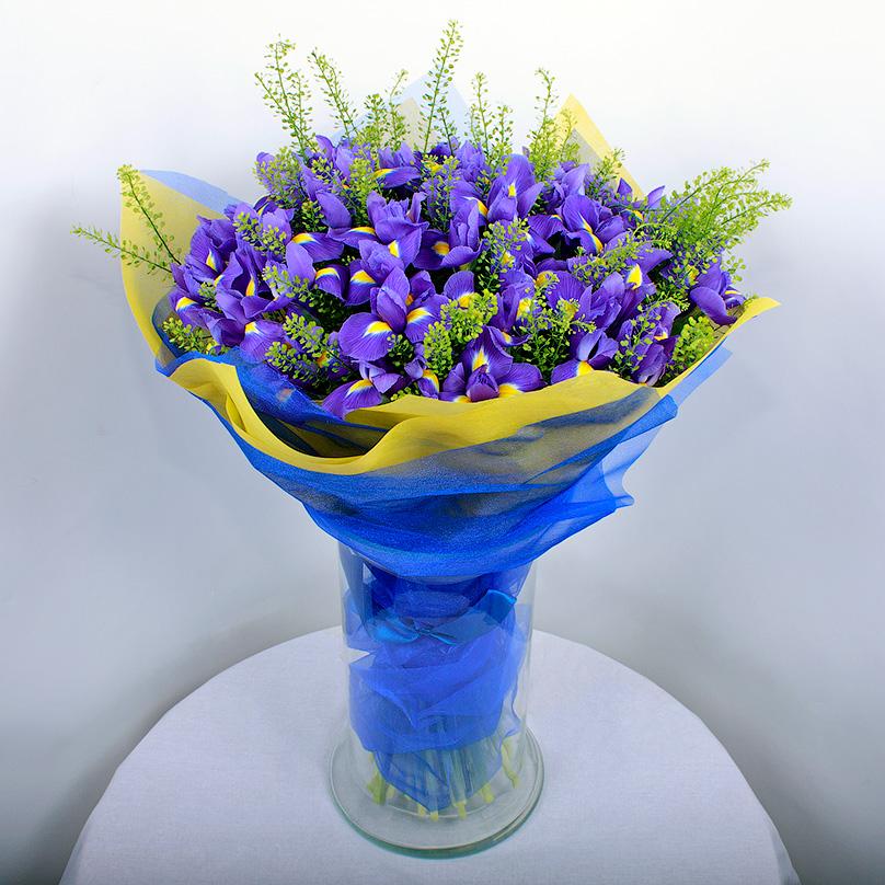 Фото Букет из синих ирисов