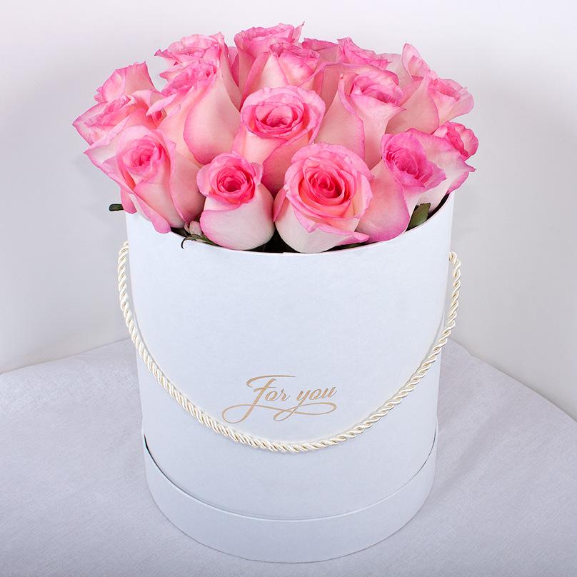 Фото Кенийская роза в белой коробке