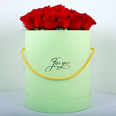 Красная Эквадорская роза в круглой коробке