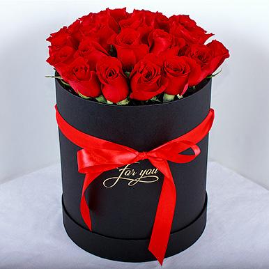Букет из красных эквадорских роз в черной коробке