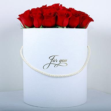 Эквадорские красные розы в белой коробке